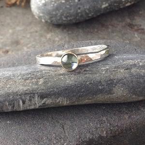 simple elegance single stack blue topaz ring
